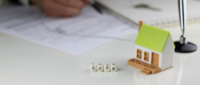 What's the difference between banks and mortgage companies?