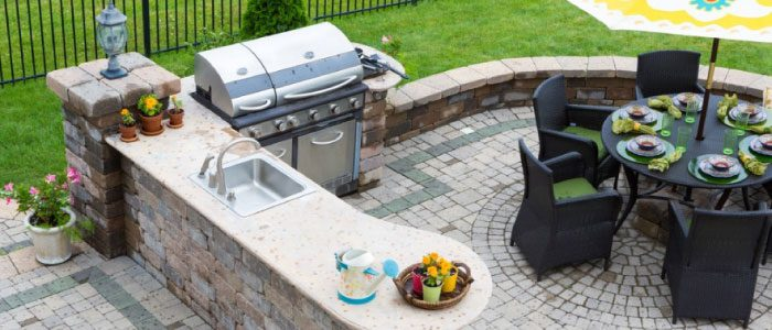 3 ways to decorate a traditional outdoor kitchen